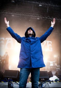 That's where you belong Gene Gallagher, Lennon Gallagher, Liam Gallagher Oasis, Oasis Music, Music Icon, Rock N Roll, Parka, Raincoat, Live Long