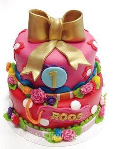 Cake for Roos her first birthday - Zo mooi, maar op zoek naar iets met minder suiker? onze speculaas-broccolicakejes!