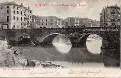 Ponte Degli Angeli nel 1880 circa, fotografato da Via Torretti. Il ponte in pietra verrà demolito verso il 1890 a causa dell'alluvione del 1882 che ne compromise la struttura portante. Leggi di più: http://salutidavicenza.it/ponte-degli-angeli/