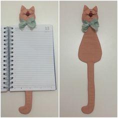 Gato marcador de livros. O gato pronto tem aproximadamente 31cm de altura. <br>PS.: Cores variadas, indique a cor predominante de sua preferência ;)