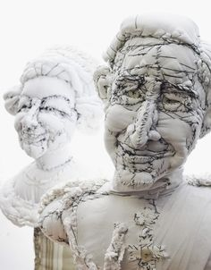 Busts of Prince Charles and his mother, the Queen of England by Anne-Valérie Dupond. Art Fibres Textiles, Textile Fiber Art, Sculpture Textile, Soft Sculpture, Fabric Dolls, Fabric Art, Louise Bourgeois, Prince Charles, Instalation Art