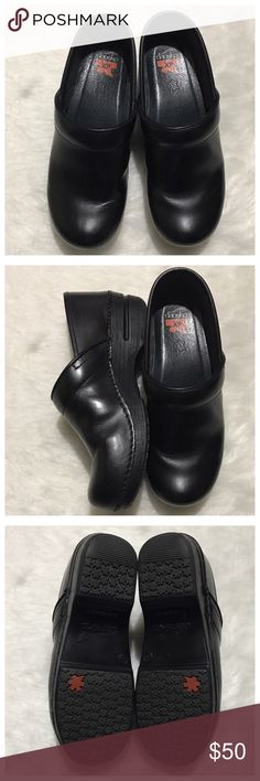 Dansko XP black clog size 39 EUC Dansko Shoes Mules & Clogs