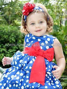 Bebê Manu veste o modelo balonê do vestido galinha pintadinha infantil