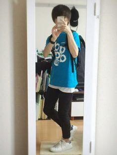 60回目の投稿です🚶🏻 ブルーのTシャツ×白のタンクトップ×黒スキニー スポーツTシャツっていう