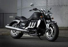 It may sound like a cliché, but the Triumph Rocket III Roadster truly is a unique motorcycle with the presence of large and legendar. Triumph Motorcycles, Custom Motorcycles, Custom Bikes, Cars And Motorcycles, Triumph Rocket, Scooters, Chopper, Ducati Multistrada, Motorcycle Manufacturers
