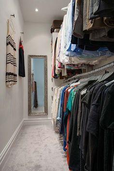 Closet barato com araras Sarah Kay, Toque, Sweet Home, Design, Home Decor, Cheap Closet, Diy Decorating, Room Inspiration, Organizing Tips