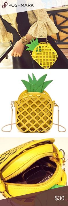 🍍🍍Crossbody purse🍍🍍 Gold chain   🚫NO TRADE🚫 SMOKE FREE HOME🚭  📦📦Purchases before 12am PST Sunday-Thursday will be shipped out next day 🤗 Bags Crossbody Bags