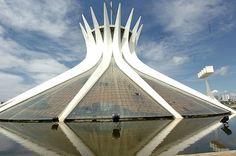 Oscar Niemeyer (cathédrale de Brasilia, Brésil)