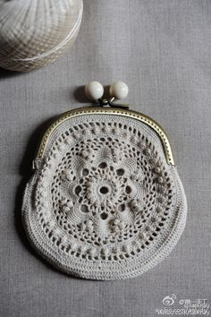 in the sixties my thea despina showed me how to make these… Crochet Diy, Love Crochet, Irish Crochet, Beautiful Crochet, Crochet Crafts, Crochet Coin Purse, Crochet Purses, Crochet Handbags, Vintage Purses