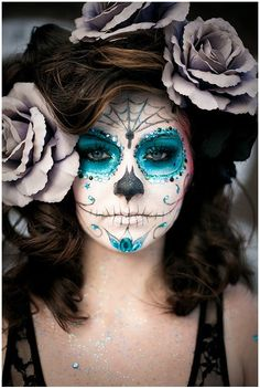 Beautiful Dia De los Muertos Costume love the makeup. Maybe for my Birthday on the day of the dead me and the girls can do this and go out for the night.