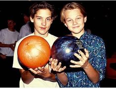 Photos of young celebrities that you wouldn't recognize – What's trending today Tobey Maguire Leonardo Dicaprio, Tobey Maguire Meme, Young Leonardo Dicaprio, Robin Williams, Meryl Streep, George Clooney, Tom Cruise, Rare Photos, Photos Du