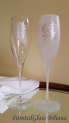 Set of 2 hand painted crystal champagne от PaintedGlassBiliana