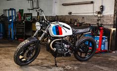 BMW R80 Brat Style by Dust Motorcycles #motorcycles #bratstyle #motos | caferacerpasion.com