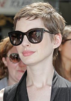 Anne Hathaway Short Hairstyle (5)