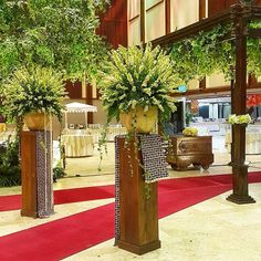 Instagram media azkaanggunart - Rangkaian dekorasi pernikahan Nida & Ardha  #nidardha  Venue : #manggalawanabakti Tema : Jawa Pelaminan : Gebyok Tone Bunga : putih - kuning - hijau  #azkaanggunart #decorationplanner #tematikdekor #asmarandana #gebyok #flowerarrangement #freshflower #weddingdecoration #pelaminanjawa #pernikahanjawa #thebridedept  Thanks Nida & Ardha