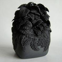 Hitomi Hosono: Black Wisteria Square Box