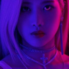 KIM LIP of LOONA and sub group ODD EYE CIRCLE. Very dark (side of the moon) and foreboding promo shots for their up and coming release. Invasion of the Body Snatchers meets we are The Borg! Stunning shot though. AMx