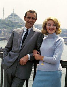 Sean Connery e Daniela Bianchi nel film dalla Russia con amore 1963 James Bond Girls, James Bond Style, James Bond Characters, James Bond Movies, Uma Thurman, Sean Connery 007, George Lazenby, Bond Series, Timothy Dalton