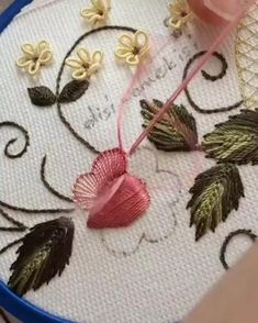 Me gusta, 57 comentarios - ◦ Hand Embroidery Patterns Flowers, Basic Embroidery Stitches, Hand Embroidery Videos, Embroidery Stitches Tutorial, Embroidery Flowers Pattern, Creative Embroidery, Silk Ribbon Embroidery, Learn Embroidery, Hand Embroidery Designs
