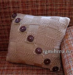 Beige cushion with big buttons. Knitting Projects, Crochet Projects, Knitting Patterns, Sewing Projects, Crochet Patterns, Knitted Pouf, Knitted Blankets, Boho Pillows, Throw Pillows