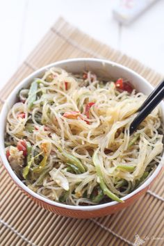verdure wok e spaghetti di riso con salsa teriyaki-vegan Heart Healthy Recipes, Clean Recipes, Veggie Recipes, Pasta Recipes, Vegetarian Recipes, Salsa Teriyaki, Exotic Food, Food Goals, Kitchen Recipes