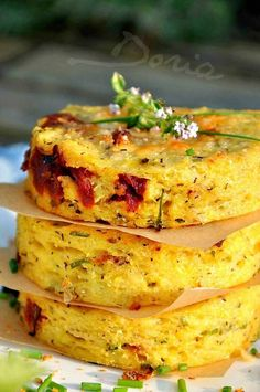 Polenta with sun-dried tomatoes and chives - Doria& cuisine Veggie Recipes, Vegetarian Recipes, Cooking Recipes, Healthy Recipes, No Cook Meals, Cooking Time, Food Inspiration, Italian Recipes, Love Food