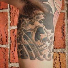 Skull by Adriano Marques  #skull #skulltattoo #skulltattoos #caveira #brooklyn #brooklyntattooshop #brooklyntattoos #brooklyntattoo  #bensonhurst #bensonhursttattoo #nyctattoo  #tattoosofinstagram #tattooedmen #inked #ink #inkmagazine @adrianomarquesnyc