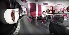 Kadernícto – Kozmetika, River Park, BA - harne   Súčasťou salónu je aj privátna kaviareň. Bol tu navrhnutý futuristický plávajúci strop s dizajnovými svietidlami. Tak ako strop aj bočné steny sme dizajnovali v krivkách, čo umožnilo vytvoriť zaujímavý priestor v jednotlivých miestnostiach.