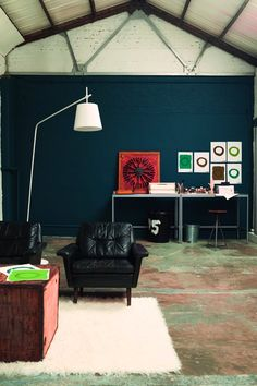 Cool Warehouse Living Room Painted in Indigo Night by Dulux - Living Colors, Paint Colors For Living Room, Living Room Bedroom, Blue Bedroom, Azul Indigo, Bleu Indigo, Deco Cool, Warehouse Living, Dark Blue Walls