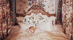 Imagen de bed, marie antoinette, and vintage princess sleeping beauty