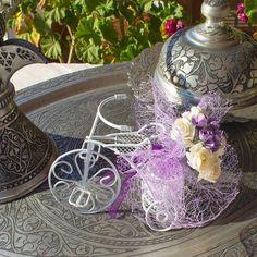 Recordatorio para boda bicicleta mini en alambre decorado con flores