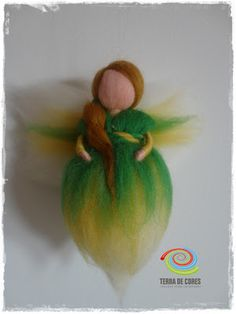 fada feltrada com agulha - needle felting fairy by TERRA DE CORES Wet Felting, Needle Felting, 3d Figures, Felt Fairy, Waldorf Dolls, Felt Animals, Faeries, Christmas Ornaments, Holiday Decor