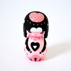 love this momiji! Momiji Doll, Kokeshi Dolls, Doll Japan, Wooden Cat, Cute Baby Dolls, Kawaii Doll, Doll Painting, China Dolls, Cat Doll
