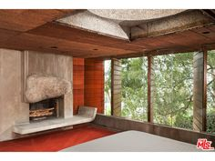 Fireplace Photos: Silvertop, Los Angeles masterpiece by John Lautner John Lautner, Residential Architecture, Architecture Design, Mid Century Bedroom, Futuristic Home, Boutique Homes, Vacation Home Rentals, California, Midcentury Modern