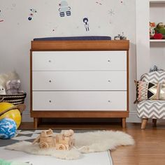 Are you busy preparing for your new bundle of joy's arrival? Have you registered for all the necessities and mapped out the style of the nursery? If that inspiration is all pointing to something a bit more chic and contemporary, we're here to show you with more ideas. Take a peek at these 10 pieces of modern nursery furniture and tell us what you think!
