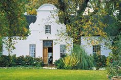 A traditional Cape Dutch home - found throughout the Western Cape. Stunning architecture brought to Cape Colony by the Dutch founding fathers Cape Town Holidays, Cape Colony, Studios Architecture, Vernacular Architecture, Beautiful Homes, Beautiful Places, Cape Dutch, Dutch House, In And Out Movie