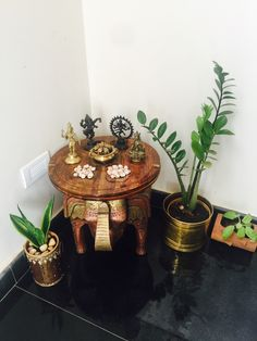 Simple but more meaning to the corner (indian living room corner decor) Ethnic Home Decor, Indian Home Decor, Diy Home Decor, Indian Decoration, Home Entrance Decor, Entryway Decor, Foyer, Diwali Decorations, Festival Decorations