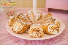 Conos rellenos de merengue Suizo. Mesa dulce. Candybar by Tutururú