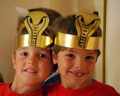 faraones by baballa, via Flickr Egyptian Costume Kids, Egyptian Crafts, Egyptian Party, Ancient Egypt Activities, Archaeology For Kids, Art For Kids, Crafts For Kids, Egypt Jewelry, Cultural Crafts