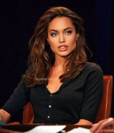 Angelina Jolie - Dea ♥ ️ ♥ ️ You are in the right place about diy furniture Here we offer you the most beaut - Angelina Jolie Makeup, Angelina Jolie Photos, Angelina Jolie Hairstyles, Beyonce, Pretty People, Beautiful People, Moda Club, Beautiful Celebrities, Pretty Face