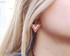 Mes dernieres lubies_Boucles d oreilles triangle en perles