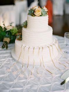Cake Pulls | photography by http://www.matolikeelyphotography.com