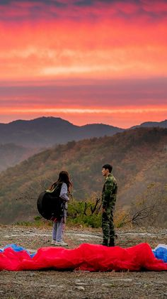 Crash Landing On You-KDrama_id-Subtitle Indonesia-- W Kdrama, Best Kdrama, Kdrama Actors, Korean Drama Quotes, Korean Drama Movies, Korean Actors, Jung Hyun, Hyun Bin, Paragliding