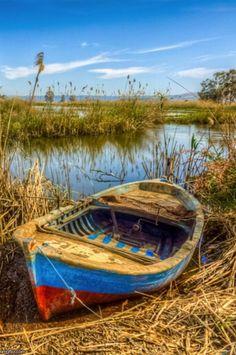 Menderes Photo By: Nejdet Düzen Source sailboats Seascape Paintings, Landscape Paintings, Old Boats, Small Boats, Boat Art, Boat Painting, Wooden Boats, Pictures To Paint, Watercolor Landscape