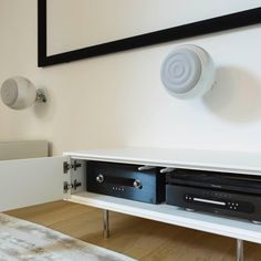 Une installation 9.2 qui bleuffe par son équilibre et sa puissance #cabasse #audiophile #music #art #travel #design #hifi #interiordesign #luxury #soundsgood #speakers #sound #tech #hometheater #movies #cinema #musique #photography #instalike #bestoftheday #style #love #photooftheday #beautiful #creative #audio #primare #chord #hifiporn