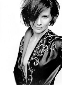 Juliette Binoche... the hair, the outfit, <3 it all!!
