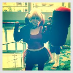 Harley Quinn posed for us with her oversized mallet at WonderCon #cosplay