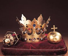Insygnia grobowe króla Kazimierza III Wielkiego. Repliki w Skarbcu katedralnym na Wawelu, oryginał złożony w trumnie - Katedra na Wawelu.