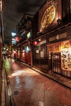 Ponto-chō, Kyoto, Japan (© Structuresxx Photographer)via Tumblr