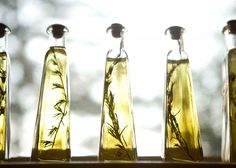 Making your own Infused Olive Oils is not only an amazing gift (to yourself or others), but it also makes your house smell absolutely amazing! These Olive Oils are quite impressive looking. Flavored Olive Oil, Flavored Oils, Infused Oils, Olive Oil Bottles, House Smells, Fresh Herbs, Homemade Gifts, Best Gifts, Essential Oils